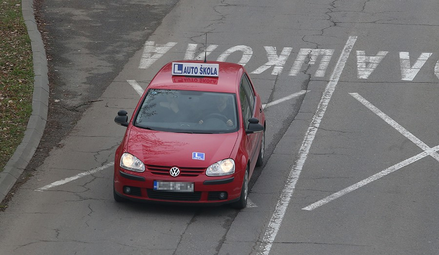 MOGUĆA NOVA POSKUPLJENJA Autoškole traže višu cijenu polaganja vozačkih ispita, Ministarstvo protiv