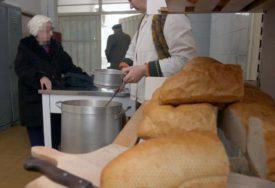 HLJEBA IMA, ALI PITANJE JE DO KADA Sve duži redovi pred javnom kuhinjom