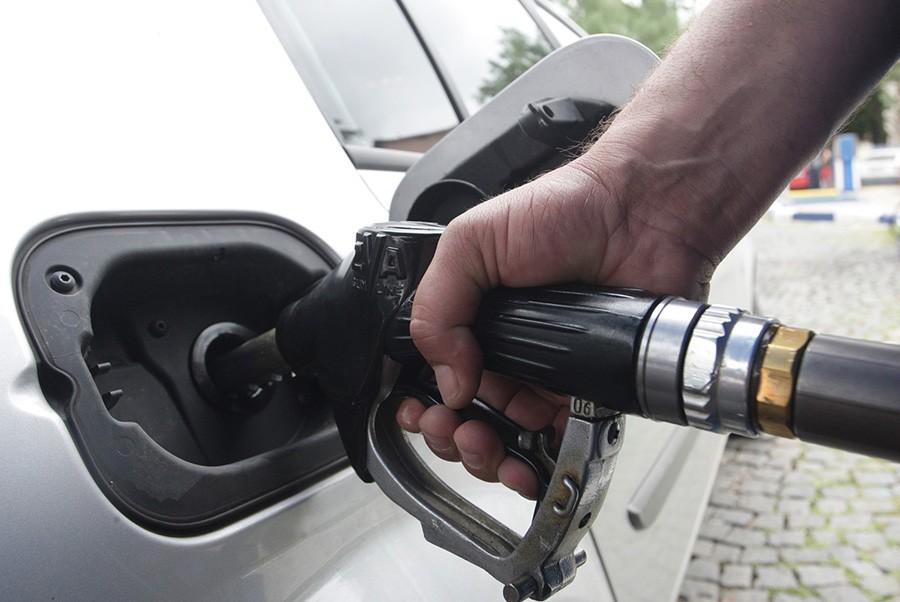VLADA FBiH UKINULA MJERE IZ APRILA Prestanak neposredne kontrole cijena naftnih derivata