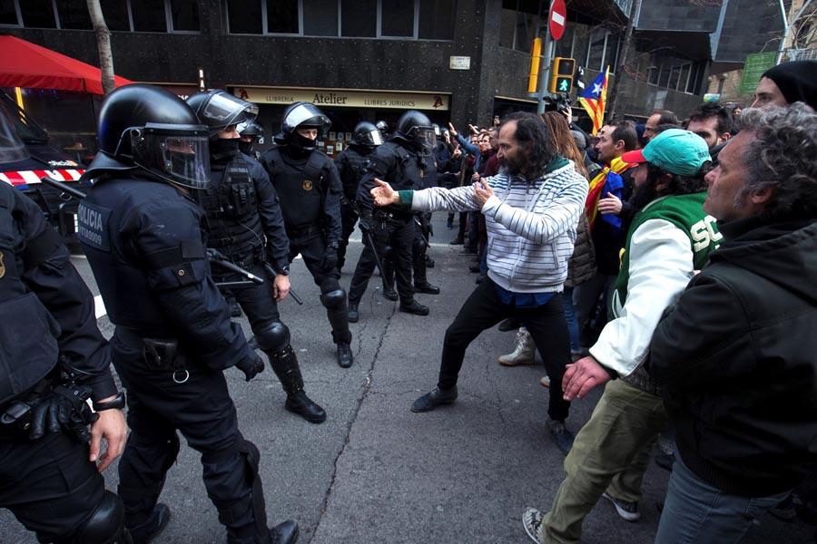 PROTESTI OKONČANI NASILJEM Najmanje šest osoba povrijeđeno u Barseloni