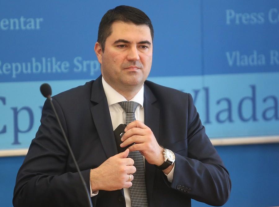 VEĆINA IH OSTAJE U RADNOM ODNOSU Vujičić: Vlada najboljim studentima obezbjeđuje pripravnički staž