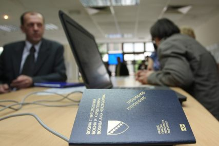 BROJ ONIH KOJI TO RADE JE SVE VEĆI Ako se odreknete državljanstva BiH, morate platiti 800 KM