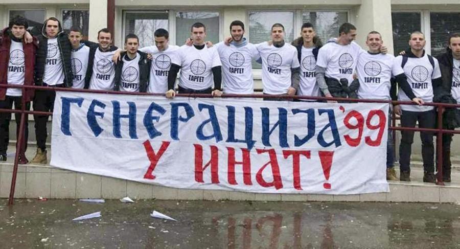 """Učenici u Crnoj Gori pojavili se s natpisima """"target"""":  Performans u znak sjećanja na početak NATO bombardovanja"""