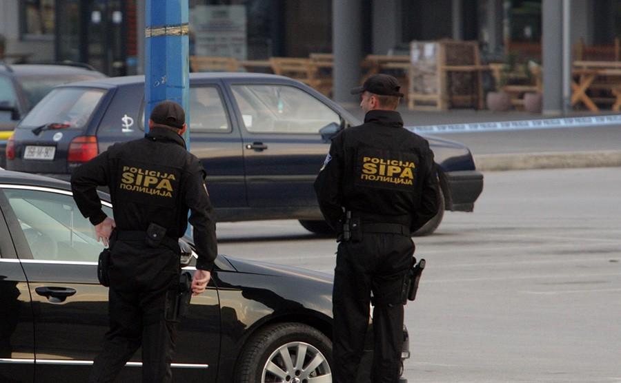 PRETRESI U SARAJEVU Sipa na tri lokacije oduzela telefone i drogu
