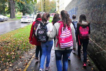 ĐACI U KLUPAMA Opština Šamac će finansirati prevoz za učenike
