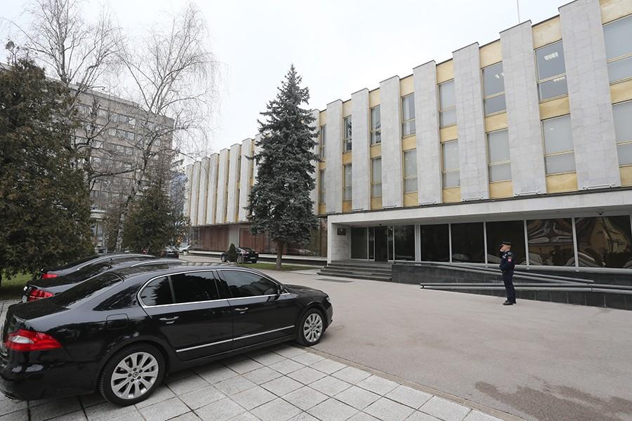 Narodna skupština kupuje osam automobila za 417.000 KM: Stara vozila dotrajala, nebezbjedna i skupa za održavanje