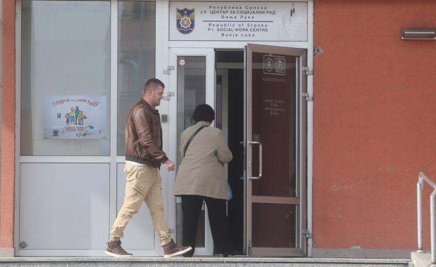GLAVOM UDARIO SLUŽBENIKA U Centru za socijalni rad PUKOM SREĆOM izbjegnuta tragedija