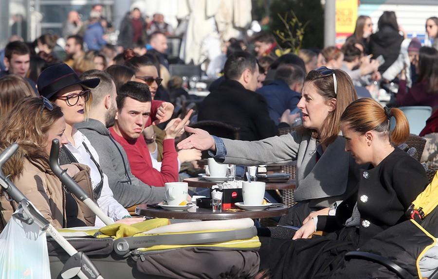 KONTROLA DUHANA ZBOG KORONE U FBiH zatražena zabrana pušenja na javnim mjestima