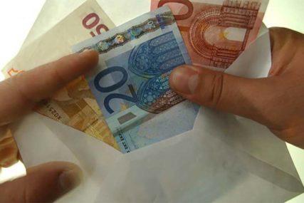 HAPŠENJE ZBOG PREVARE  Primala platu iako nije dolazila na posao