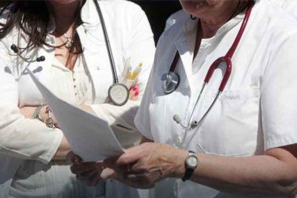 KULMINIRAO VERBALNI KONFLIKT Pacijentkinja udarila doktorku u glavu, ali se ni tu NIJE ZAUSTAVILA