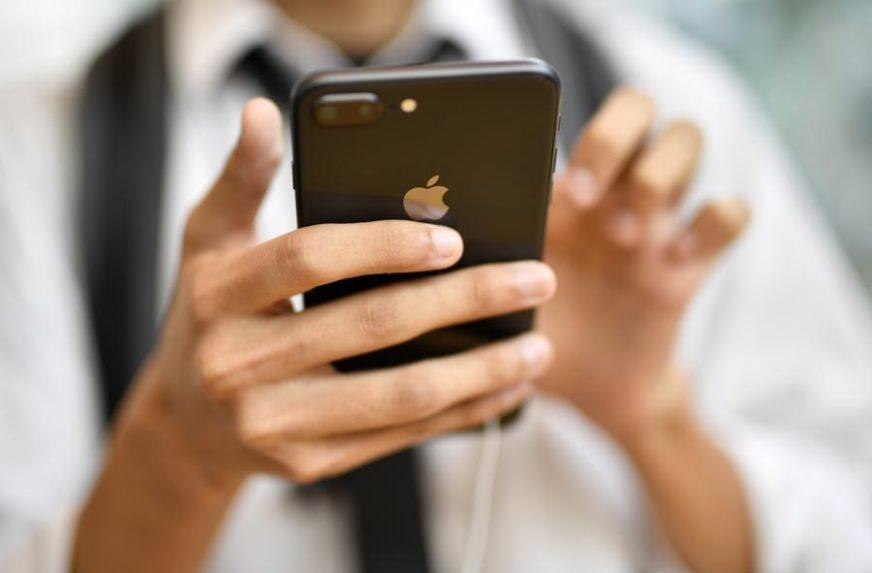 Kad hitno trebaju novac PRODAJU TELEFON: Aparate od marku cijene 200 KM