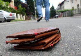 """""""NIJE DOBIO NI HVALA"""" Mladić našao novčanik sa 900 evra i vratio ga vlasniku, ali ovo nije očekivao"""