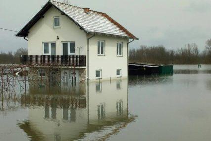IZLILE SE RIJEKE U HERCEGOVINI Zbog obilnih padavina ugrožene porodične kuće