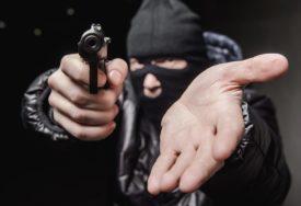 PLJAČKA U OSIJEKU Lopovi ranili dva radnika firme za objezbjeđenje, ukrali novac, pa pobjegli