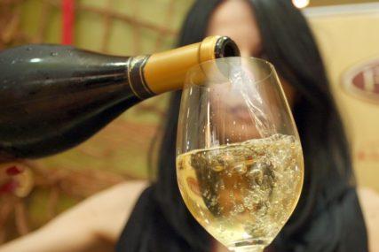 KAKVI VITAMINI, KAKVI BAKRAČI Vino sprečava infarkt, starenje ćelija i još NIZ OBOLJENJA