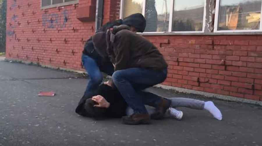 KRVAVA TUČA OSNOVACA U DOBOJU Učenik zadobio teške povrede, intervenisala policija