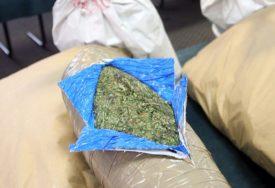 PUN AUTOMOBIL DROGE Uhapšen sa skoro 200 KILOGRAMA marihuane