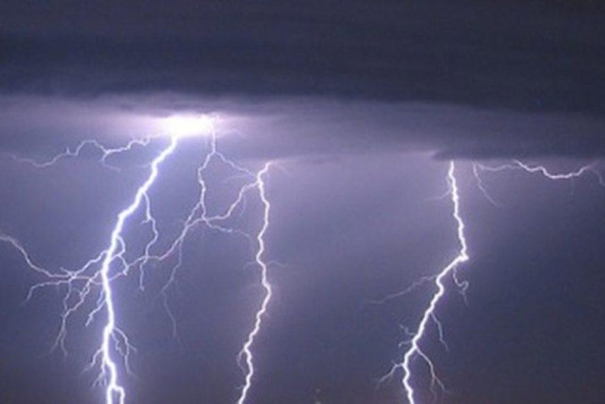 JAKO NEVRIJEME POGODILO HRVATSKU Vjetar čupao krovove, munje IZAZVALE POŽAR