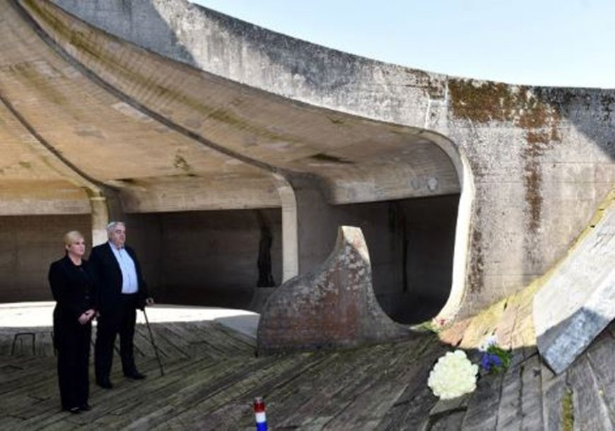 """Hrvatska predsjednica BEZ NAJAVE posjetila Jasenovac: """"Nijedan politički cilj, ni poredak, ne opravdava zločin"""""""