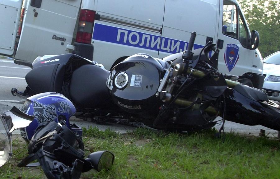 SUDAR DVA MOTOCIKLA Mladić poginuo, drugi vozač teško povrijeđen
