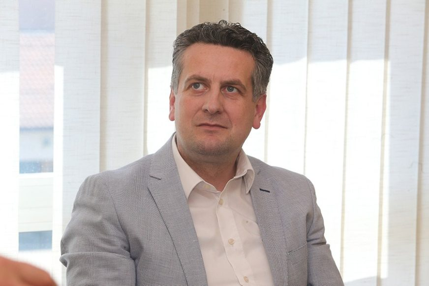 """Vuković osudio retoriku Denisa Zvizdića """"Političar koji je opterećen devedesetim godinama"""""""