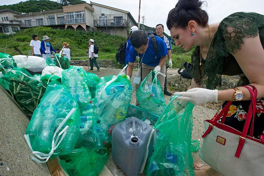 ZABRINJAVAJUĆI PODACI Svaka osoba sedmično unese 2.000 komadića PLASTIKE