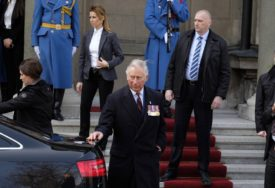 POSTAO MODNI DIZAJNER Princ Čarsl kreira odjeću za cijeli život i duže (FOTO)