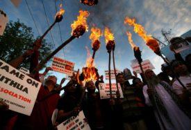 PROTESTI U INDIJI Policija suzavcem i palicama rastjerala demonstrante