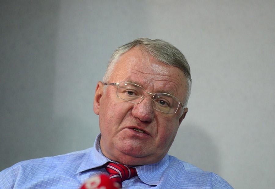ŠEŠELJ PALIO ZASTAVE Protest SRS zbog NATO agresije i presude Karadžiću