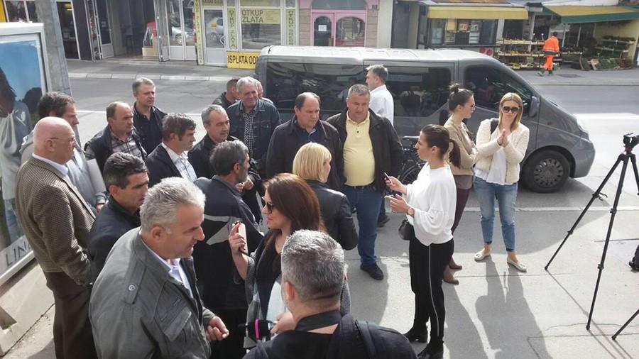 """Nezadovoljni radnici preduzeća """"Put"""" ponovo na ulici, pozvali i direktorku da im se pridruži"""