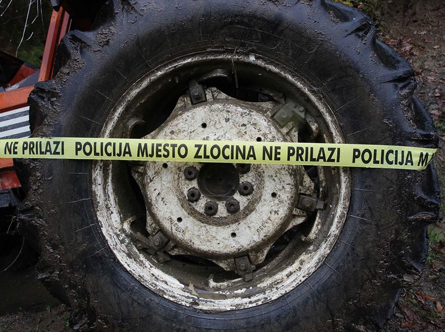 VELIKA TRAGEDIJA Traktorom pregazio dvogodišnje dijete