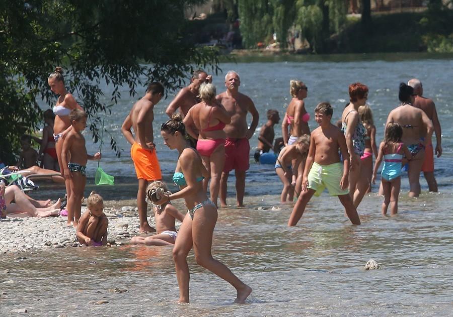 LJETO U PUNOM SJAJU Sutra u BiH sunčano i veoma toplo, temperatura oko 35 STEPENI