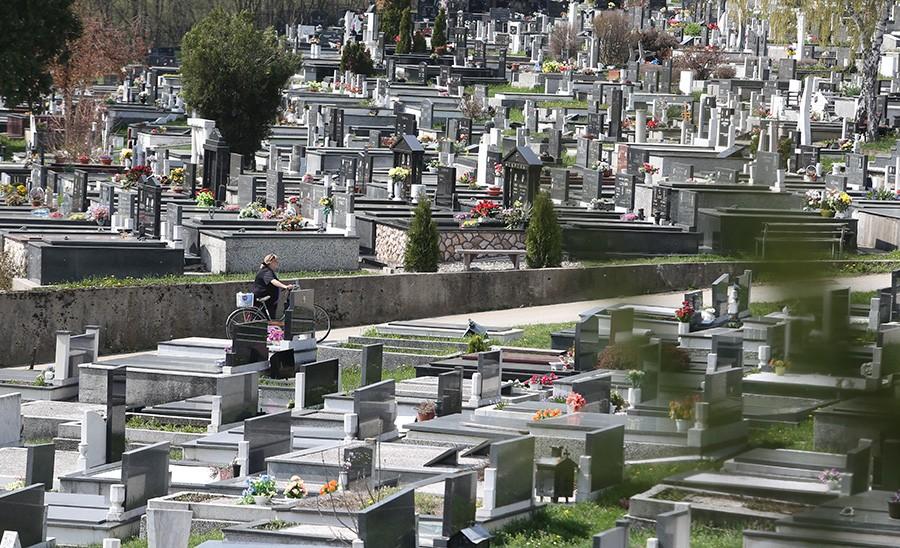 BESKRUPULOZNI LOPOV Na groblju ukrao novčanik