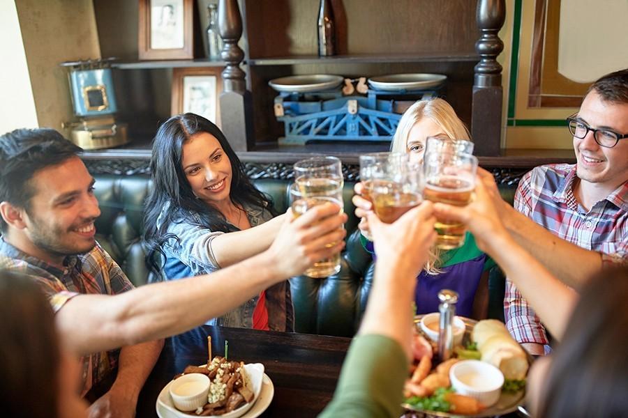 ULAZ OD 25 DO 100 KM Kafići i restorani objavili ponudu za doček Nove godine