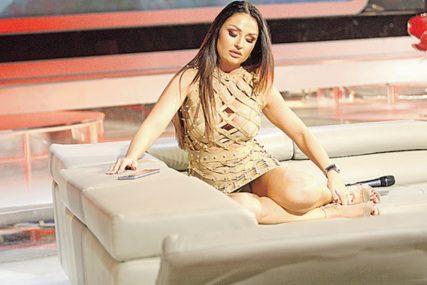 Pjevačica PODIGLA TEMPERATURU muškom rodu: Zgodna Katarina Živković se fotkala SKROZ GOLA (FOTO)