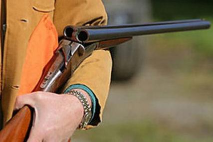 UBIO DVA LOVAČKA PSA Policija brzo otkrila napadača, dobrovoljno predao oružje