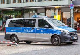 Jeziva smrt Nijemca pred očima kolega: Eksplodirao PUNJAČ, a baterija ga pogodila DIREKTNO U SRCE (VIDEO)