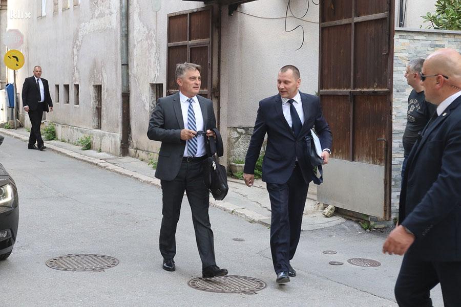 Propao još jedan sastanak o izmjenama Izbornog zakona, nakon Izetbegovića rezidenciju Kormakove napustili i ostali učesnici