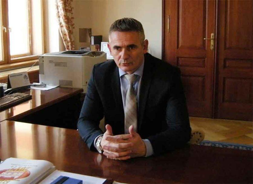 Vlada RS finansira izgradnju sportskih terena i opremanje spomen-sobe u Brčkom