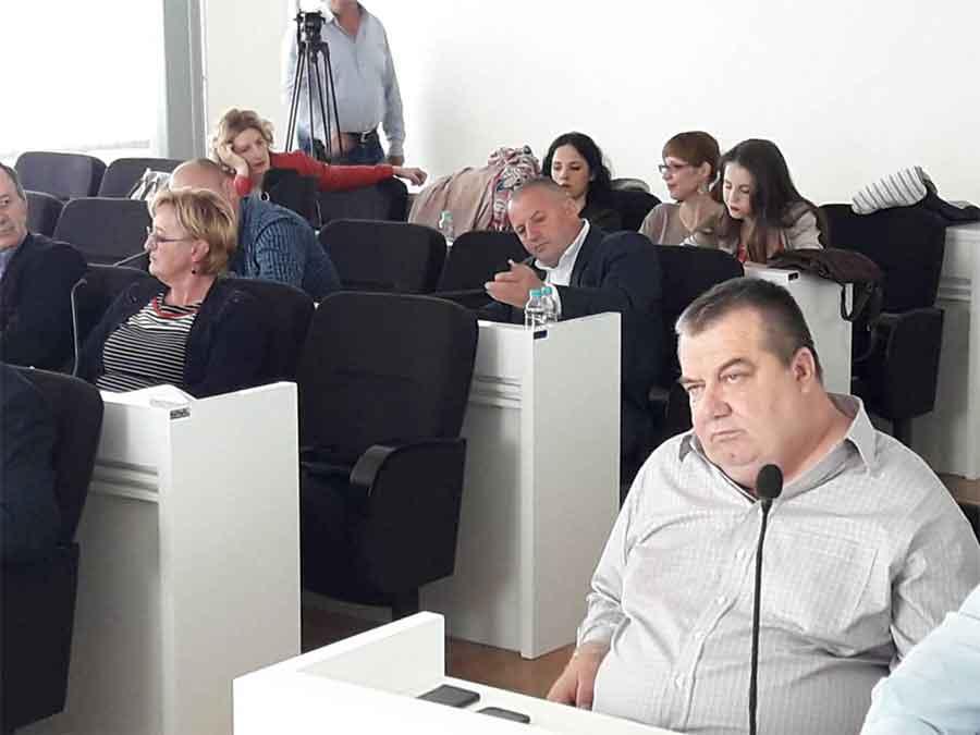 ODBORNICI PRESAVILI TABAK Opozicija podnijela tužbu protiv načelnika Bileće