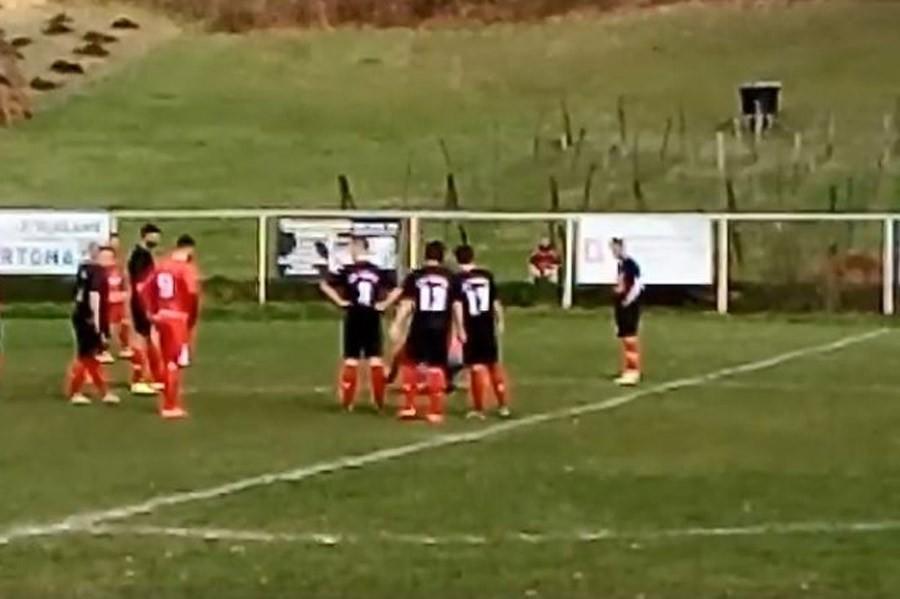 Zbog jednog ULJEZA prekinuta je utakmica regionalne lige Srpske (VIDEO)
