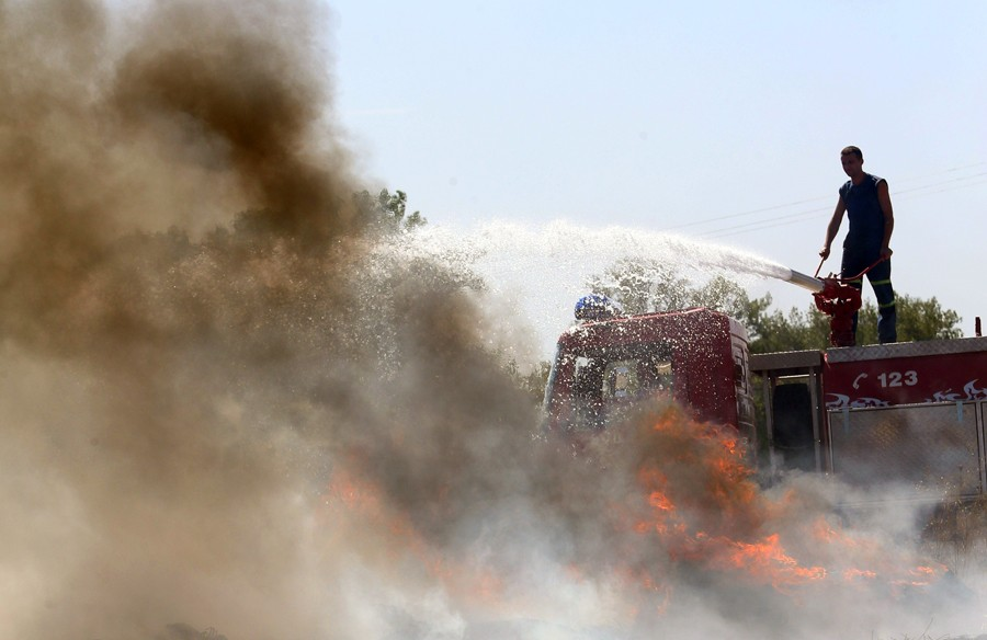 VATRA ZAHVATILA TRAVU I ŠUMU Izbio požar u rejonu Jazine kod Trebinja