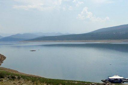 TURISTIČKA ATRAKCIJA Do ljeta savremeni splav sa plažnim barom na Bilećkom jezeru