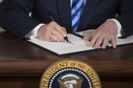 PAO PRVI DOGOVOR NA SAMITU Amerika, Kanada i Meksiko potpisali novi trgovinski sporazum