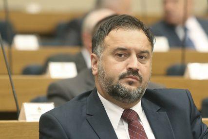 """ŽUNIĆ INSISTIRA """"Tražićemo da Incko pismo napiše na srpskom jeziku i ćirilici"""""""