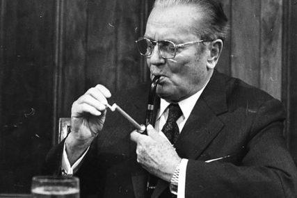 ČUDNA TRADICIJA Sovjetski lider ljubio muškarce u usta, a o onom sa Titom PRIČALO SE DECENIJAMA