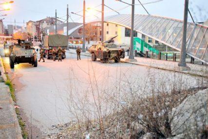 PROTESTI U PODNE Gradonačelnici srpskih opština podnose ostavke, KFOR raspoređuje snage na putevima