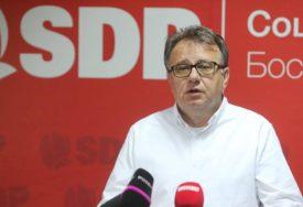 """""""MAGAZINOVIĆ OSTAJE U SDP"""" Nikšić poručio da nakon analize izbora slijedi pospremanje u stranci"""