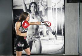 NJOJ SE NE BISTE ZAMJERILI Ona je šampionka u kik-boksu, u RING ne ide bez frizure, a poslije treninga sa suprugom PLOVI Savom