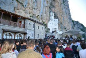 PRVI PUT NAKON 11 GODINA Hodočasnici sa Romanije odgodili put u manastir Ostrog